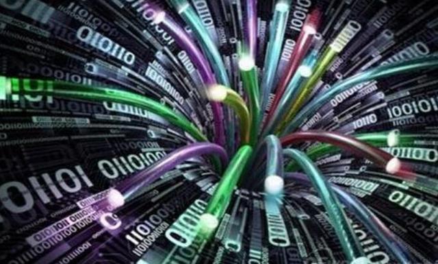 我国实现一根光纤可供135亿人同时通话